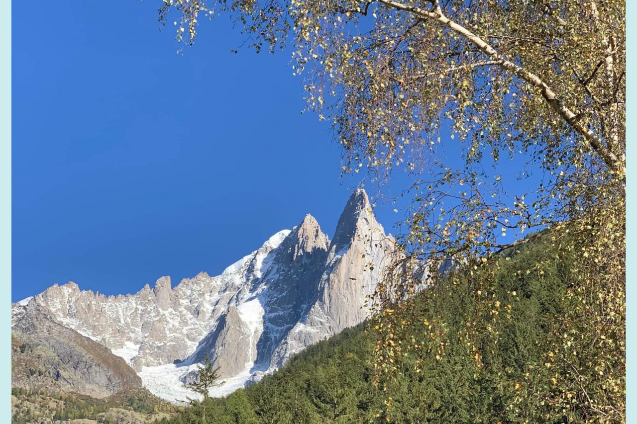 aidant comme escalader une montagne